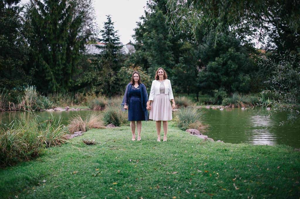 Photo de couple, les mariées sous la pluie