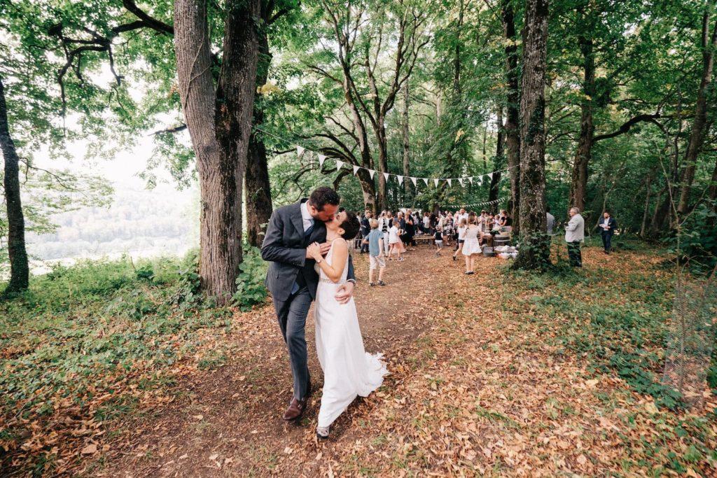 Couple de jeunes mariés au Morimont en Alsace