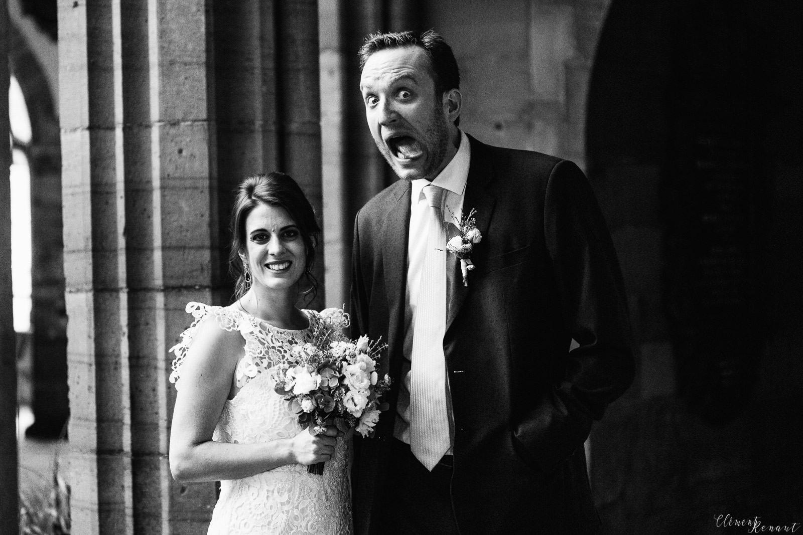 Mariage-bouquet-calin-inbetween-moment