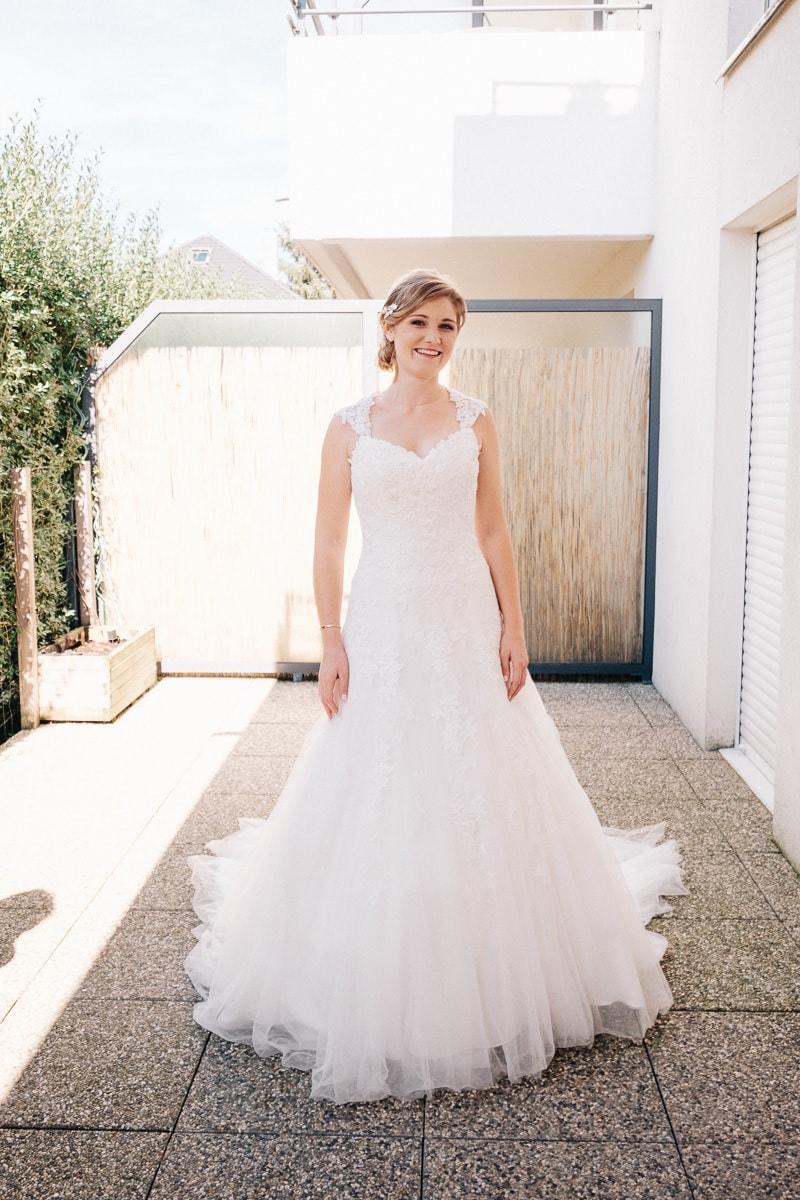 La future mariée dans sa robe