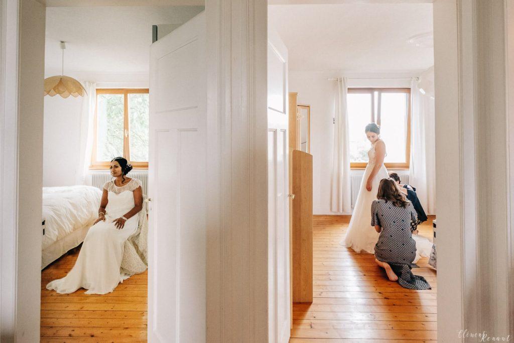 Les deux mariées se préparent