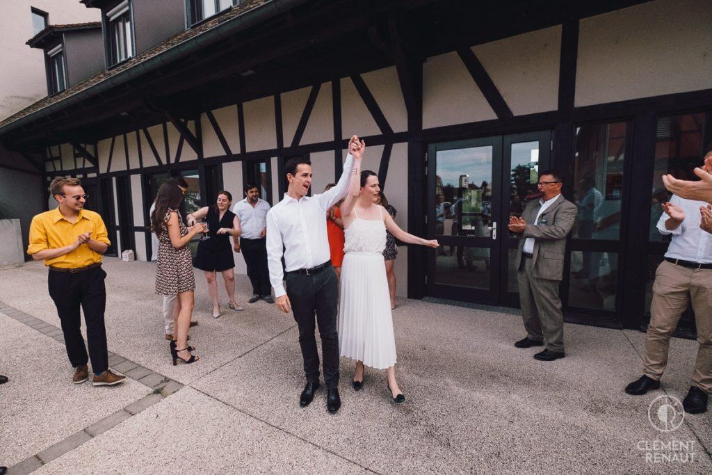 Les jeunes mariés à la sortié de la mairie de la Wantzenau