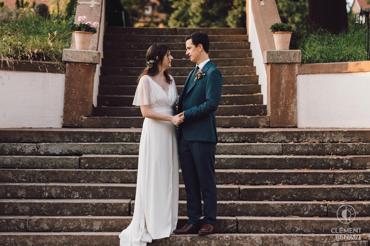 Photos de couple lors du mariage au chateau d'osthoffen